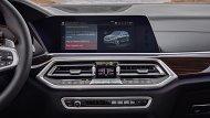 BMW X5 xDrive30d M Sport มอบความบันเทิงผ่านหน้าจอระบบสัมผัส Control Display ขนาด 10.25 นิ้ว ติดตั้งฟังก์ชั่น BMW ConnectedDrive และ ฟังก์ชั่นสั่งงานระบบ iDrive ด้วยการเคลื่อนไหวมือ BMW Gesture Control และ ระบบเครื่องเสียงรอบทิศทาง Harman Kardon  - 8