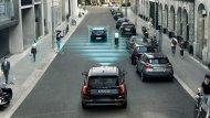Volvo XC90 T8 Inscription พร้อมมอบความปลอดภัยให้แก่ผู้ขับขี่ด้วยระบบ City Safety ผ่านเซ็นเซอร์ตรวจจับรถยนต์ คนเดินถนน ผู้ขับขี่จักรยานยนต์รวมไปถึงสัตว์ใหญ่พร้อมหยุดรถและช่วยหักหลบได้อย่างอัตโนมัติและกล้องมองภาพรอบทิศทางที่สามารถแสดงภาพได้ถึง 360 องศา - 9