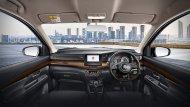 ภายในห้องโดยสารของ All-new Suzuki Ertiga Sport 2019 จะมาในโทนสีดำเหมือน All-new Suzuki Ertiga 2019 ไทย (ในอินโดนีเซียรุ่นปกติได้สีครีม) แต่ยังตกแต่งด้วยวัสดุคล้ายลายไม้ นอกนั้นก็ไม่มีอะไรเปลี่ยนแปลง - 6
