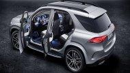 Mercedes-Benz GLE 2019 มอบความบันเทิงให้แก่ผู้โดยสารผ่านระบบอินโฟเทนเมนต์แบบ MBUX บนหน้าจอมัลติมีเดียระบบสัมผัสที่ถูกนำมาติดตั้งเอาไว้เป็นแนวยาวเหนือคอนโซลหน้า เสริมด้วยการติดตั้งหน้าจอ Dual Cockpit ขนาด 12.3 นิ้ว จำนวน 2 จอ - 5