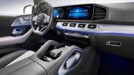 Mercedes-Benz GLE 2019 ตกแต่งภายในด้วยโทนสีดำ คอนโซลหน้าตกแต่งด้วยหนังสีดำสลับกับการตกแต่งด้วยวัสดุสีเงินเพิ่มบรรยากาศให้ดูสปอร์ตมากยิ่งขึ้น ส่วนบริเวณคอนโซลกลางติดตั้งมือจับหุ้มด้วยหนังมาให้ด้วย - 8