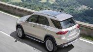 Mercedes-Benz GLE 2019 ติดตั้งไฟท้ายแบบ LED พร้อมไฟเบรกดวงที่ 3 แบบ LED ประตูหลังเปิดได้ด้วยระบบไฟฟ้าผสานกับการติดตั้งสปอยเลอร์หลังทรงสปอร์ต และ ที่ปัดน้ำฝนด้านหลัง ส่วนช่วงล่างได้รับการติดตั้งล้ออัลลอยขนาด 18-22 นิ้ว  - 1