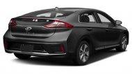 ด้านหลัง Hyundai Ioniq Electric ได้รับการติดตั้งสปอยเลอร์แบบสปอร์ตพร้อมไฟเบรกดวงที่ 3 แบบ LED ไฟท้ายและไฟตัดหมอกด้านหลังก็เป็นแบบ LED ส่วนช่วงล่างได้รับการติดตั้งล้ออัลลอยขนาด 16 นิ้ว พร้อมยางขนาด 205/55 R16  - 4