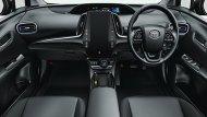 Toyota Prius Hybrid ได้รับการติดตั้งเบาะนั่งหุ้มด้วยหนังเพิ่มความหรูหราให้แก่ภายในห้องโดยสารได้เป็นอย่างดีพร้อมด้วยการติดตั้งพวงมาลัยมัลติฟังก์ชั่นและระบบควบคุมการขับขี่อัตโนมัติ Cruise Control - 5
