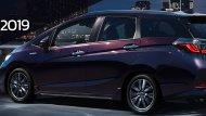Honda Shuttle จำหน่ายในญี่ปุ่นเริ่มต้นที่ 1.77 ล้านเยน หรือประมาณ 5.06 แสนบาท ขณะที่รุ่นแพงสุดของเวอร์ชั่น Hybrid (Hybrid Z Honda SENSING) ขับเคลื่อน 4 ล้อ ราคาจะอยู่ที่ 2.63 ล้านเยน หรือราว 7.53 แสนบาท - 10