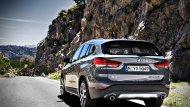และที่พิเศษสำหรับทางเลือกขุมพลังการขับเคลื่อน BMW  X1 รุ่นนี้ก็คือการเพิ่มเครื่องยนต์แบบ Plugin Hybrid ซึ่งเป็นครั้งแรกสำหรับตลาดภูมิภาคอื่นนอกจากกลุ่มตลาดแดนมังจีน ที่จะมากับรุ่น xDrive25e ซึ่งใช้เครื่องยนต์เทอร์โบตู่ 125 แรงม้า - 9