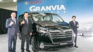 ถือเป็นมิติใหม่ในวงการรถตู้สำหรับ Toyota Granvia 2020 ที่ได้รับการปรับโฉมไมเนอร์เชนจ์ให้ดูโดนใจพร้อมฟังก์ชั่นอำนวยความสะดวกภายในที่สามารถตอบสนองต่อการใช้งานของผู้ขับขี่ได้เป็นอย่างดี - 1