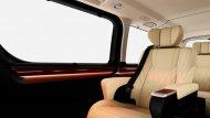 Toyota Granvia 2020 ได้รับการติดตั้งเบาะนั่งหุ้มด้วยหนังแท้ลาย Diamond สีครีมจำนวน 8 ที่นั่ง เบาะนั่งในแถวที่ 2 เป็นรูปแบบ Captain Seat ที่แยกอิสระออกจากกันและเบาะนั่งแถวที่ 3 ถูกติดตั้งมาให้จำนวน 4 ที่นั่ง - 3