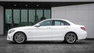 Mercedes-Benz C 300 e AMG Dynamic พร้อมสะกดทุกสายตาผ่านการดีไซน์เส้นสายรอบคันที่สปอร์ตโฉบเฉี่ยวโดยบริเวณด้านข้างได้รับการติดตั้งสเกิร์ตข้างแบบ AMG Bodystyling - 7