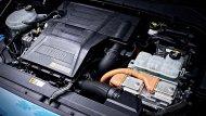 Hyundai Kona Hybrid 2019 ได้รับการติดตั้งเครื่องยนต์เบนซิน ขนาด 1.6 ลิตร ให้กำลังสูงสุด 105 แรงม้า แรงบิดสูงสุด 147 นิวตันเมตร ประสานการทำงานร่วมกับมอเตอร์ไฟฟ้าขนาด 43.5 แรงม้า และ แบตเตอรี่ลิเธียม-ไอออน ขนาด 1.56 กิโลวัตต์ชั่วโมง   - 8
