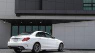 Mercedes-Benz C 300 e AMG Dynamic เพิ่มความประทับใจในทุกทริปการเดินทางผ่านหลังคาพาโนรามิคซันรูฟเปิด-ปิด ได้ด้วยระบบไฟฟ้า ระบบไฟหน้าแบบ Multibeam LED พร้อมระบบปรับไฟสูงแบบ Ultra Range Highbeam - 1