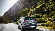 BMW X1 2019 ได้รับการติดตั้งท่อไอเสียแบบคู่แต่ถูกปรับให้ปลายท่อไอเสียมีขนาดที่ใหญ่มากยิ่งขึ้นจากขนาด 70 มิลลิเมตร เป็นขนาด 90 มิลลิเมตร รวมถึงชายกันชนหลังที่ถูกปรับให้ใช้สีเดียวกันกับตัวรถ  - 7