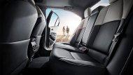 Toyota Levin Hybrid 2019 ติดตั้งเบาะนั่งด้านหลังหุ้มด้วยหนังแบบทูโทนสีเทา-ดำพร้อมพนักพิงศีรษะ   - 5