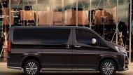 Toyota Granvia 2020 ได้รับการปรับดีไซน์ให้สปอร์ตมากยิ่งขึ้นผ่านเส้นสายบนตัวรถที่สื่อถึงความทันสมัย กระจกมองข้างปรับและพับได้ด้วยไฟฟ้าพร้อมไฟเลี้ยวในตัว และ มือจับประตูด้านนอกสีโครเมียม  - 8
