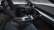 ในห้องโดยสารใช้หนังและผ้าสีดำเป็นอุปกรณ์มาตรฐาน และใช้ระบบ Infotainment เหมือนกับ A6 และ A7 โดยมีจอขนาด 10.1 นิ้วในรุ่นสูงสุด ขณะที่รุ่นรองลงมาใช้จอขนาด 8.6 นิ้ว ในขณะที่มีระบบแสดงข้อมูลผู้ขับ Audi Virtual Cockpit พร้อมจอ 12.3 นิ้วเป็นอุปกรณ์เสริม  - 9