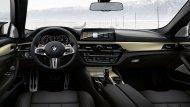 BMW M5 35 Year Edition มาพร้อมกับการตกแต่งภายในอย่างประณีตด้วยโทนสีดำ คอนโซลหน้าตกแต่งด้วยสีทูโทนดำ-ทอง - 8