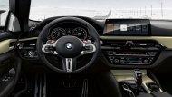 BMW M5 35 Year Edition ได้รับการติดตั้งพวงมาลัยมัลติฟังก์ชั่นแบบ 3 ก้าน พร้อมแป้นเปลี่ยนเกียร์ที่พวงมาลัยแบบ Paddle Shift  - 7