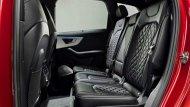 เบาะนั่งภายใน Audi Q7 2020 หุ้มด้วยหนังตกแต่งด้วยลายข้าวหลามตัดเย็บเก็บตะเข็บด้วยด้ายสีขาว โดยเบาะนั่งทั้งในด้านหน้า และ ด้านหลังมาพร้อมกับพนักพิงศีรษะ - 4