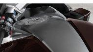 ถังน้ำมันดีไซน์ใหม่ เพื่อช่วยเสริมความเฟิร์สคลาสให้กับ BMW K 1600 GTL   - 1