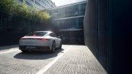 นอกจากส่วนของปลายท่อไอเสีย ซึ่งทาง Porsche 911 Carrera 4 มาพร้อมกับปลายท่อเดี่ยวทรง 4 เหลี่ยม ที่ฝั่งซ้ายและขวาของกันชน  - 4