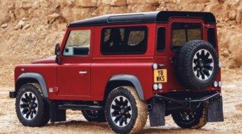 รุ่นใหญ่หวนคืนสนาม Land Rover Defender ต้นตำรับกับพลัง 400 แรงม้า