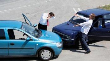 ผมให้เพื่อนยืมรถยนต์ แล้วเขาขับชนคันอื่น ประกันจะจ่ายให้ไหม?