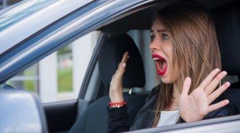 ผู้หญิงต้องรู้ เทคนิคเพื่อความปลอดภัย สำหรับสาวๆ ที่ขับรถคนเดียว