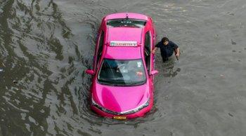 จอดรถไว้แล้วรถจมน้ำต้องแก้ไขอย่างไรค่ะ