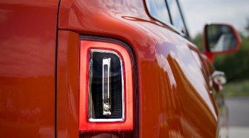 Rolls-Royce Cullinan ถูกเรียกคืนในสหรัฐฯ หลังพบไฟท้ายส่องสว่างไม่เพียงพอ