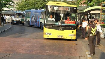 จ่อเปลี่ยนรถเมล์ร้อน เป็นรถแอร์ จ่าย 30/วัน ไม่จำกัดเที่ยว