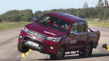 """จับรถกระบะมาทดสอบหักเลี้ยวกระทันหัน """"Toyota Hilux REVO"""" สอบตก"""