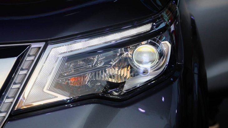 Nissan Terra ติดตั้งไฟหน้าแบบ LED พร้อมไฟส่องสว่างกลางวันแบบ LED Daytime Running Light