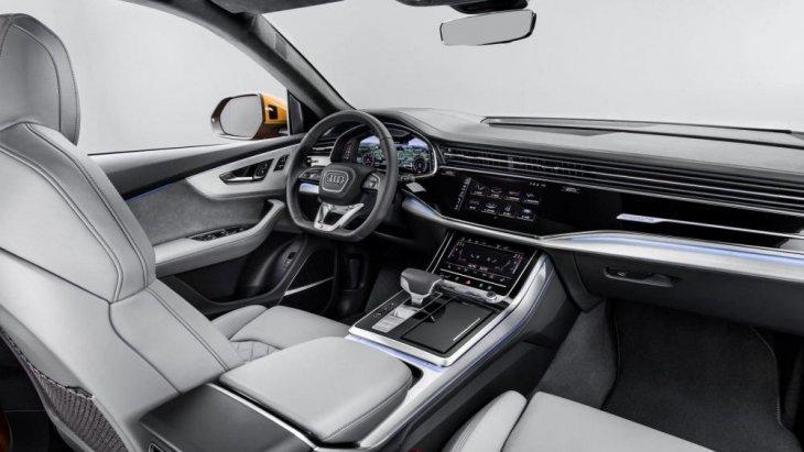 ภายในตกแต่งด้วยเบาะหนัง โทนสีอบอุ่น ตัดเย็บอย่างปราณีตสมชื่อ Audi