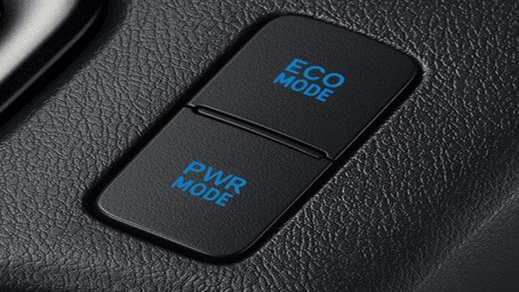 Toyota Hilux Revo Rocco ยังได้รับการติดตั้งโหมดการขับขี่ที่มีให้เลือกทั้งแบบ Eco Mode สำหรับการขับขี่แบบธรรมดา และ Power Mode เมื่อต้องการขับขี่ใช้ความเร็ว โดยปุ่มดังกล่าวอยู่บริเวณด้านข้างของคอนโซลเกียร์