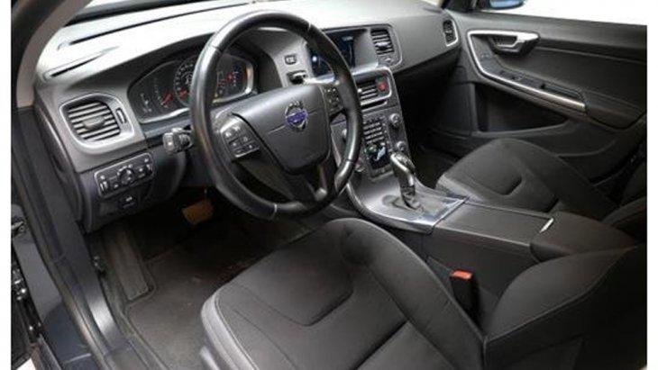 Volvo S60 D3 ให้ความสะดวกมากยิ่งขึ้นด้วยรีโมทคอนโทรลพร้อมฟังก์ชั่นการสื่อสารกับรถ ระบบควบคุมสภาวะอากาศอัตโนมัติ แยกอิสระ 2 โซน