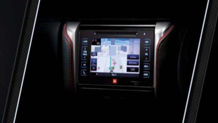 หน้าจอระบบสัมผัสขนาด 7 นิ้ว ติดตั้งลำโพงกว่า 9 จุด พร้อมช่องต่ออุปกรณ์ USB , AUX วิทยุ FM/AM เครื่องเล่นเสียง DVD และ เชื่อมต่อระบบนำทาง T-Connect