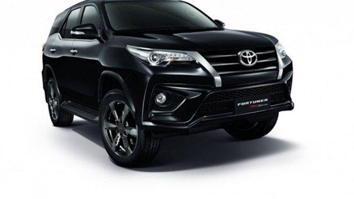 Toyota Fortuner รถยนต์อเนกประสงค์ PPV โฉมใหม่ 2018 ได้เพิ่มฟีเจอร์มาตรฐานแบบใหม่หลากหลายฟังก์ชั่นเพิ่มทางเลือกรุ่นย่อยทั้งในแบบรุ่นธรรมดา และ Black Top พร้อมระบบขับเคลื่อน 2WD และ 4WD