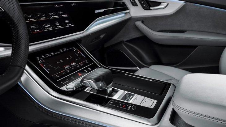 ระบบการทำงานของฟังก์ชั่นต่างๆ  จัดมาให้อยู่ตรงกลางเพื่อง่ายและสะดวกต่อการใช้งานของผู้ขับขี่