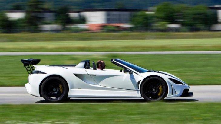 การขับขี่ที่ได้มาตรฐาน ด้วยขุมพลัง V8 4.2 ลิตร
