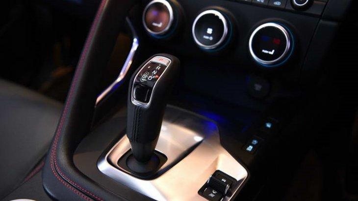 จากัวร์ อี-เพช ใหม่ ถูกออกแบบให้มีน้ำหนักเบา, ระบบขับเคลื่อน 4 ล้อ, ระบบการขับขี่ที่ตอบสนองต่อแรงบิดได้ว่องไวทำให้สามารถขับขี่ในทุกเส้นทางอย่างคล่องตัว