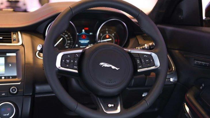 ด้วยเทคโนโลยีระบบการขับขี่เฉพาะของจากัวร์ทำให้ผู้ขับสามารถปรับตั้งค่าพวงมาลัยและเกียร์ให้ สอดคล้องกับรูปแบบการขับขี่ของตนเองได้