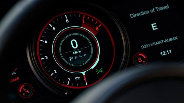 Aston Martin DB11 Volante เป็นสปอร์ตคาร์ ที่มีอัตราเร่งจาก 0-100 กม./ชม. ที่ 4.0 วินาที และความเร็วสูงสุด 301 กม./ชม.