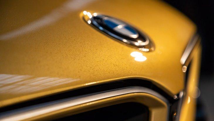 BMW i8 และ i3 STARLIGHT Edition รุ่นพิเศษสำหรับประเทศเช็กเกีย เพื่อนักสะสม ตกแต่งด้วยทองคำบริสุทธิ์ 24 กะรัต อยากได้ต้องประมูลยกเซตทั้ง BMW i8 และ BMW i3 รายได้มอบให้กับมูลนิธิ Dagmar and Václav Havel Foundation VIZE 97