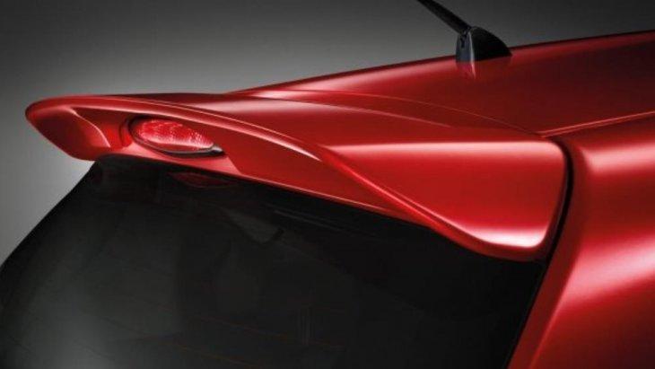 ไฟเบรกดวงที่สามแบบ LED เพื่อให้รถยนต์คันหลังสามารถมองเห็นชัดเจนในระยะไกล