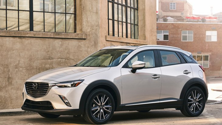Mazda CX-3 สร้างความโดดเด่นด้วยไฟหน้าแบบ LED ผสานการทำงานร่วมกับระบบไฟส่องสว่างสำหรับการขับขี่ในเวลากลางวันแบบ LED (Daytime Running Lamp) และ ไฟตัดหมอกคู่หน้า