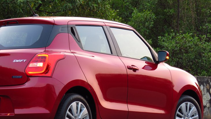 ส่วนด้านท้ายรถมาพร้อมไฟท้ายแบบ LED และ ไฟเบรกดวงที่ 3
