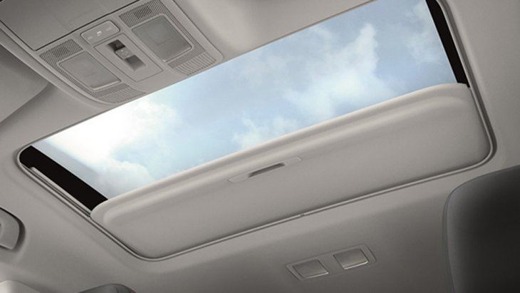 เพิ่มสุนทรียภาพในทุกทริปการขับขี่จากหลังคาซันรูฟเลื่อนเปิด-ปิดได้ด้วยระบบไฟฟ้า