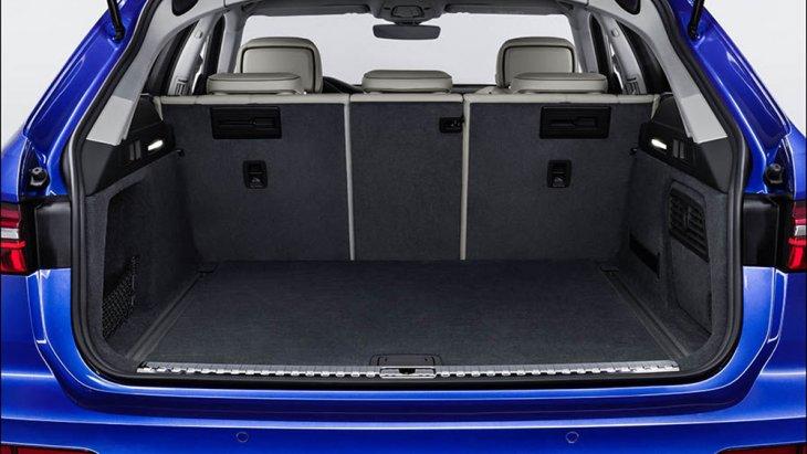 Audi A6 Avant 2018 เพิ่มพื้นที่จัดเก็บสัมภาระด้านท้ายมากยิ่งขึ้น โดยมีพื้นที่ความจุมากถึง 565 ลิตร และสามารถขยายเพิ่มเป็น 1,680 ลิตร ได้อีกด้วย