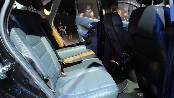 เบาะนั่งด้านหลังสามารถปรับเอนได้ถึง 14 องศาผ่อนคลายสบายไปกับทุกทริปการเดินทางอีกทั้งยังปรับพับเก็บได้หากต้องการใส่สัมภาระเพิ่ม