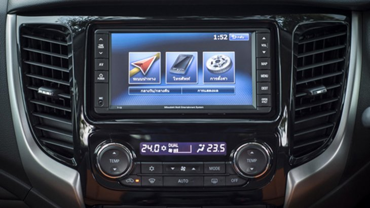 สำหรับเครื่องเสียงใน Mitsubishi Triton Athlete ติดตั้งหน้าจอระบบสัมผัสขนาดใหญ่ พร้อมระบบนำทาง Navigation รองรับแผ่น DVD/MP3 และช่องต่อ USB รวมถึงสามารถเชื่อมต่อข้อมูลไร้สายผ่านสัญญาณ Bluetooth